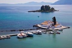 Het Eiland van de muis en Klooster Vlacherna op Korfu Royalty-vrije Stock Afbeeldingen