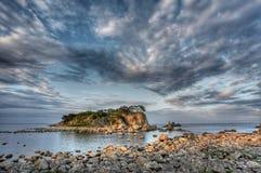 Het eiland van de zonsondergang royalty-vrije stock afbeeldingen