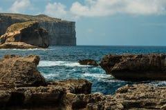 Het eiland van Gozo op Malta, klippen Dwejra Stock Fotografie