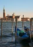 Het eiland van heilige George bij zonsondergang, Venetië stock afbeeldingen