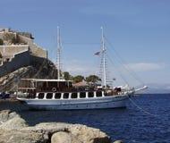 Het Eiland van Hydra, Griekenland - Mening van Haven en Stad Stock Fotografie
