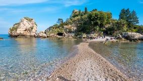 """het Eiland van """"Isolabella† Taormina, Sicilië Mooie kiezelstenen Stock Afbeeldingen"""