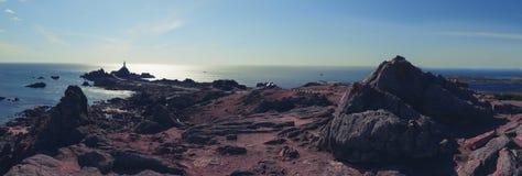 Het Eiland van Jersey, panorama van vuurtoren Corbiere Stock Foto