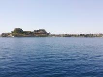 Het eiland van Korfu van overzees stock afbeeldingen