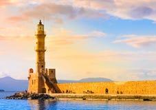 Het eiland van Kreta, Chania-haven en vuurtoren Stock Afbeeldingen