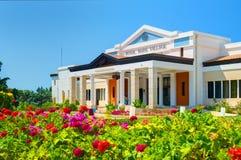 HET EILAND VAN KRETA, GRIEKENLAND, 01 JULI, 2011: Mening over het Koninklijke EILAND van Merrievillagecrete, GRIEKENLAND, 01 JULI Stock Foto
