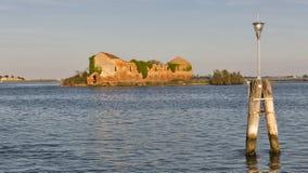 Het eiland van Madonna del Monte in de lagune van Venetië bij zonsondergang, Italië Royalty-vrije Stock Afbeeldingen