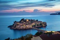 Het eiland van Svetistefan bij schemer, Montenegro royalty-vrije stock foto's