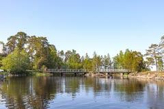 Het eiland van Valaam Eilanden en bruggen stock afbeelding