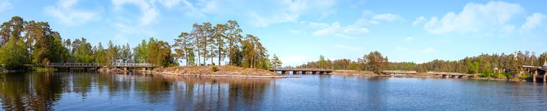 Het eiland van Valaam Eilanden en bruggen Panorama royalty-vrije stock afbeelding
