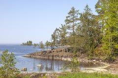 Het eiland van Valaam Kust van de baai stock afbeeldingen