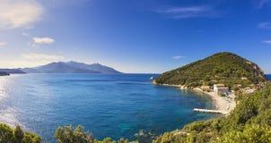 Het eilandoverzees van Elba, het strand van de landtong van Portoferraio Enfola en Capanne Royalty-vrije Stock Foto's