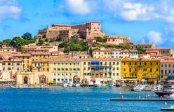 Het eilandpanorama van Elba van kust, Portoferraio, Italië Stock Fotografie