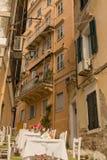 Het eilandstad van Korfu, stegenwoningbouw, Griekenland stock afbeelding