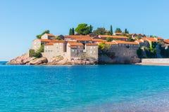 Het eilandtoevlucht van Svetistefan (Montenegro) Stock Foto