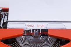 Het eind? dat op een oude schrijfmachine en een oud document wordt geschreven Stock Afbeeldingen