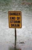 Het eind van het gevaar van het teken van het onweersafvoerkanaal Stock Foto's