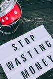Het einde die uw geldbericht op lightbox met gambilng verspillen dobbelt geworpen in de bak royalty-vrije stock foto