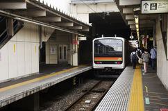 Het einde van de Saitama het Snelle Spoorweg ontvangt verzenden en passagiersmensen Royalty-vrije Stock Foto