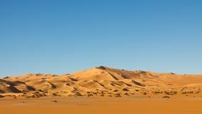 Het eindeloze Overzees van het Zand Awbari - de Woestijn van de Sahara, Libië stock foto