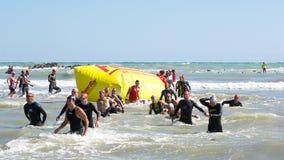 Het eindigen linefor de het zwemmen test in Ironman 70 3 Pescara van 18 Juni, 2017 Stock Afbeelding