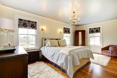 Het elegante binnenland van de luxeslaapkamer. royalty-vrije stock foto