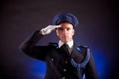 Het elegante militair eenvormig dragen Stock Foto
