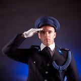 Het elegante militair eenvormig dragen Royalty-vrije Stock Foto's