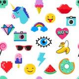 Het elegante naadloze patroon van de pop-artmanier met flarden, spelden, kentekens en stickers Stock Foto