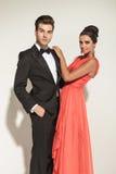 Het elegante paar stellen Royalty-vrije Stock Afbeeldingen
