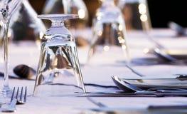 Het elegante restaurantlijst plaatsen Royalty-vrije Stock Foto