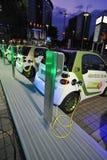 Het elektrische auto laden Stock Foto's
