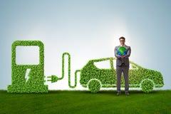 Het elektrische autoconcept in groen milieuconcept stock foto's