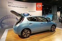 Het Elektrische voertuig van het Blad van Nissan stock afbeelding