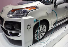 Het elektrische voertuigsysteem van Valeo bij de Show van de Motor van Parijs