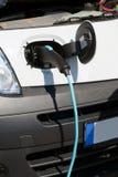 Het elektroauto laden Royalty-vrije Stock Foto's
