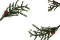 Het element van het Kerstmiskader voor het ontwerp van de groetkaart Decoratie met Kerstboom en Kerstmisspeelgoed op witte achter Stock Foto's
