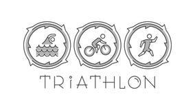 Het embleem en de pictogrammen van het lijntriatlon Silhouetten van cijfers triathlete Stock Foto