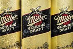 het embleem op aluminium blikt Biermolenaar in SABMiller is een vroeger Brits brouwend bedrijf stock afbeelding