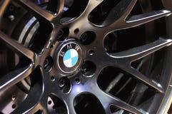 Het embleem van BMW op het wiel Stock Afbeeldingen