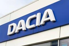 Het embleem van het Daciabedrijf bij de het handel drijvenbouw Royalty-vrije Stock Foto