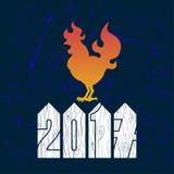 Het embleem van de brandhaan, haansilhouet op blauwe achtergrond Stock Foto's