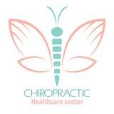 Het embleem van de chiropraktijkkliniek met vlinder, symbool van hand en rotatie royalty-vrije illustratie