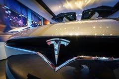 Het embleem van de full-sized, alle-elektrische, luxe, oversteekplaats SUV Tesla Modelx Stock Fotografie