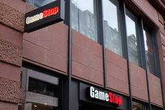 Het Embleem van de GameStopwinkel in Frankfurt stock afbeelding