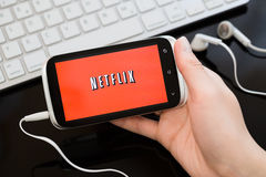 Het embleem van de Netflixdienst op telefoon Royalty-vrije Stock Foto