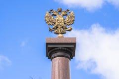 Het embleem van de staat van de Russische Federatie - de dubbel-geleide adelaar Stock Afbeeldingen