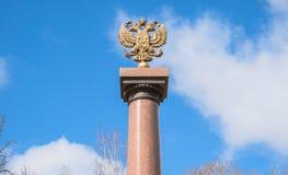 Het embleem van de staat van de Russische Federatie - de dubbel-geleide adelaar Stock Foto's