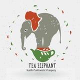 Het embleem van de theewinkel, het symbool, de olifant bij thee op de ketel Stock Fotografie
