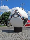 Het embleem van de voetbal op grote matchball van 2012 van de Euro, Kiev, Stock Foto